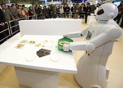 """真正意义上的智能家居是可以进行远程控制的,虽然""""机器人厨师"""